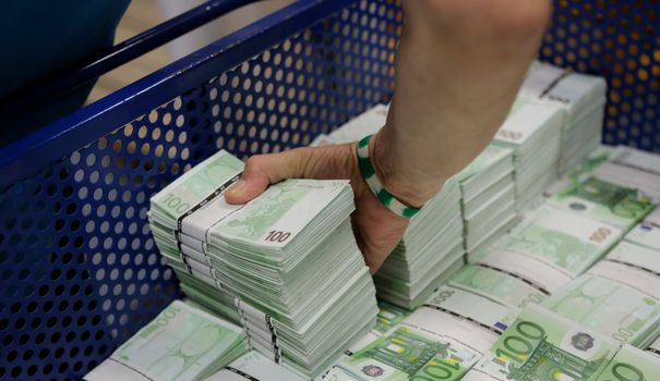 3458-an-employee-of-gsa-austria-stacks-wads-of-100-euro-banknotes-at-the-company-s-headquarters-in-vienna_5958102.jpg